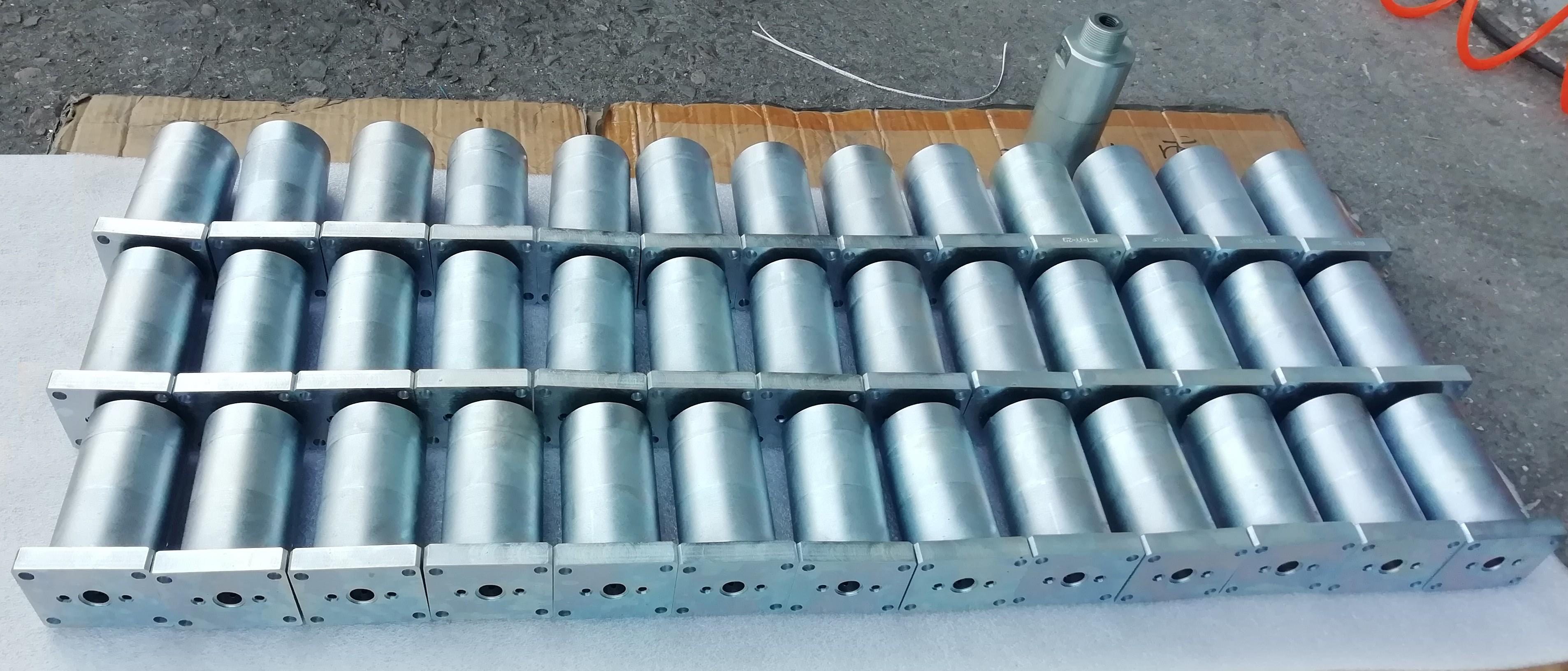 德思宏法兰式液压增压器